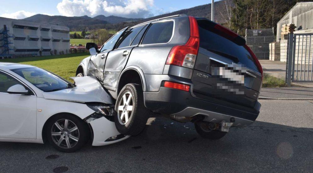Rickenbach SO: Fahrzeuglenker nach Unfall verletzt