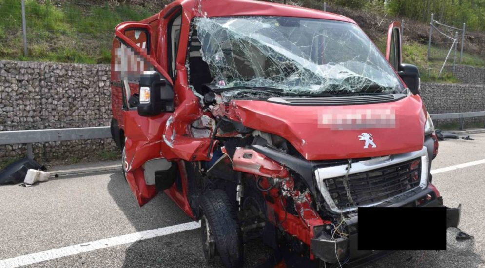 Unfall A1 bei Gunzgen SO: Lieferwagen kracht in Sattelschlepper