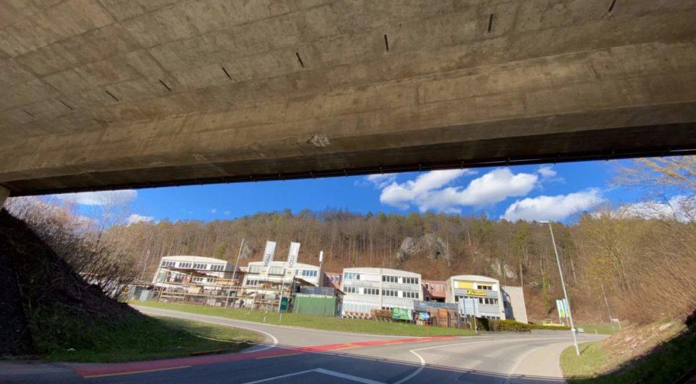 Unfall Schaffhausen - Brücke beschädigt und abgehauen