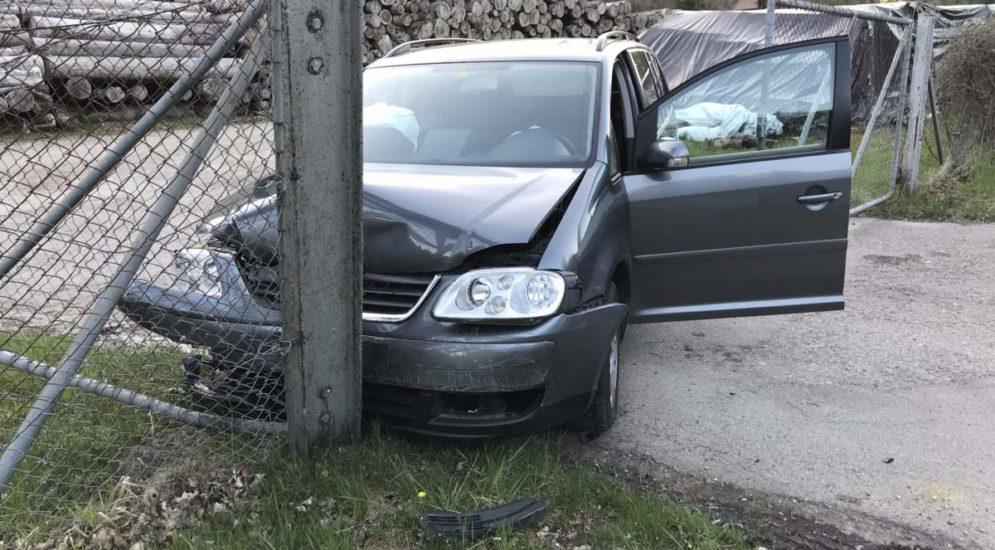 Schaffhausen: Autolenker durchbricht bei Unfall einen Zaun