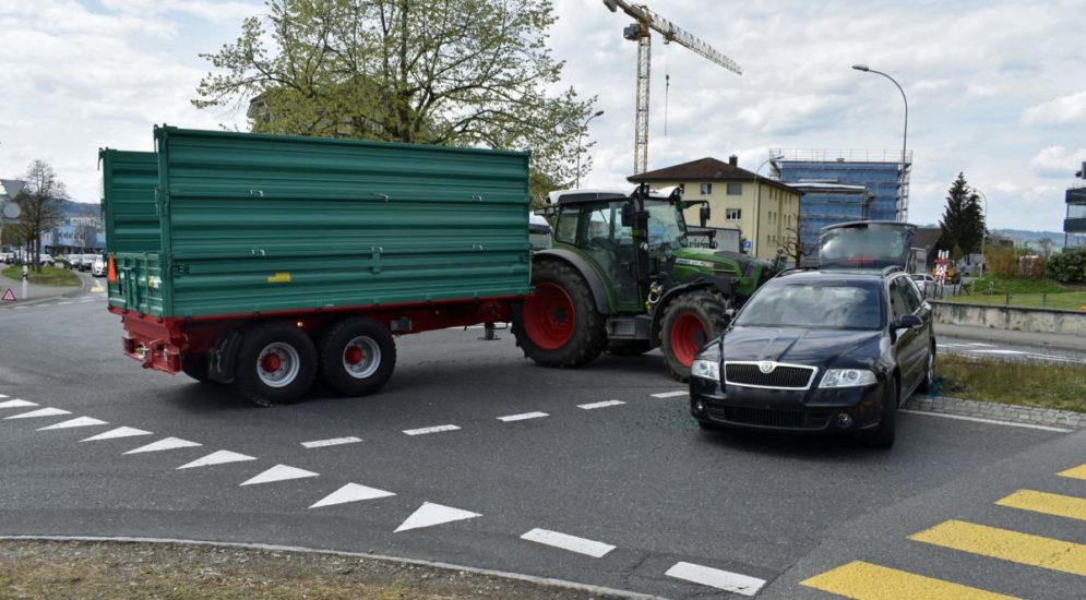 Schenkon LU - Unfall zwischen PW und Traktor