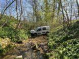 Künten AG: Auto landet bei Unfall im Bach