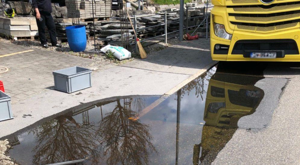 Balgach SG: LKW verliert hautreizende Flüssigkeit