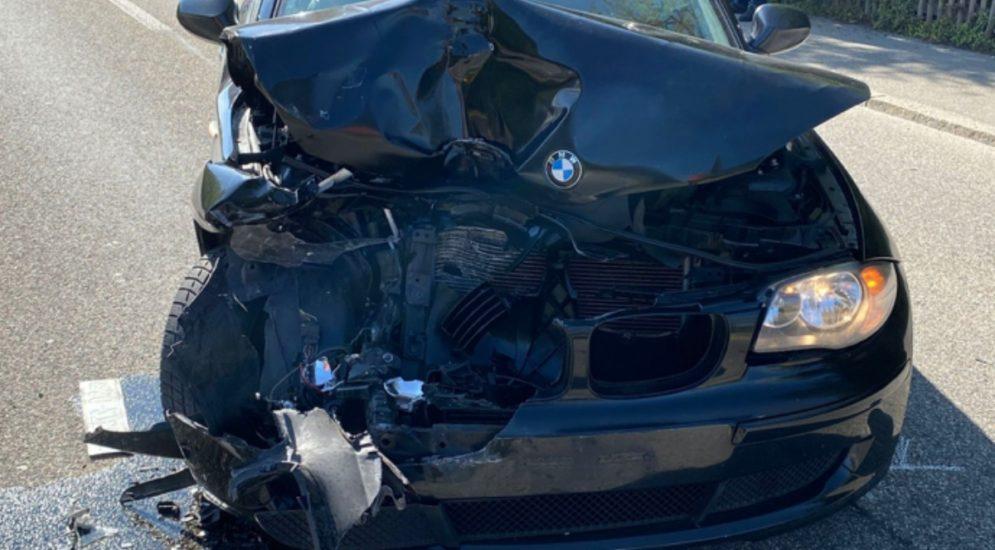 Unfall Oensingen SO: BMW-Fahrerin prallt in Lieferwagen
