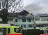 Schwerzenbach ZH: Wohnungsbrand in Mehrfamilienhaus