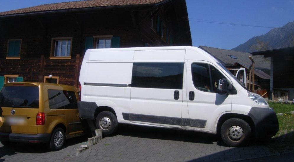 Schattdorf UR - Unfall: Lieferwagen macht sich selbständig