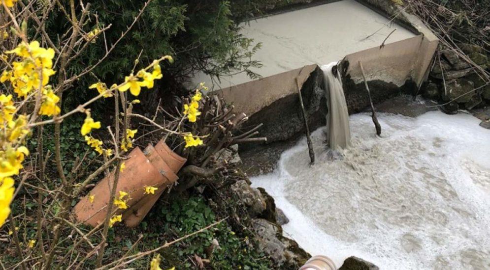 Châtel-St-Denis FR: Verschmutzung des Flusses Veveyse de Fégire