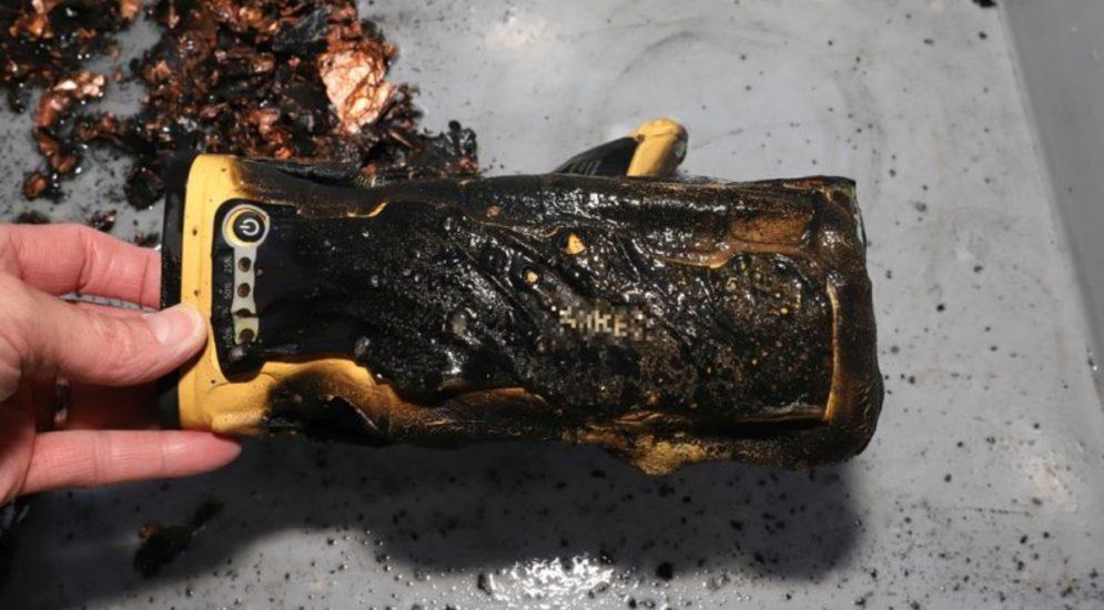 Näfels GL - Autostarthilfe-Gerät fängt Feuer