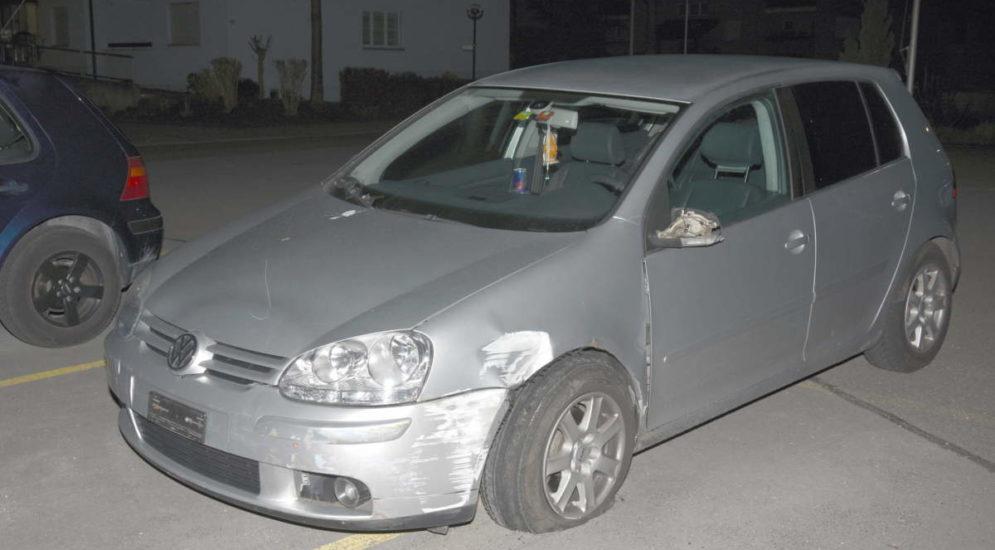 Gossau SG: Mann (35) flüchtet nach Unfall mit Windfang