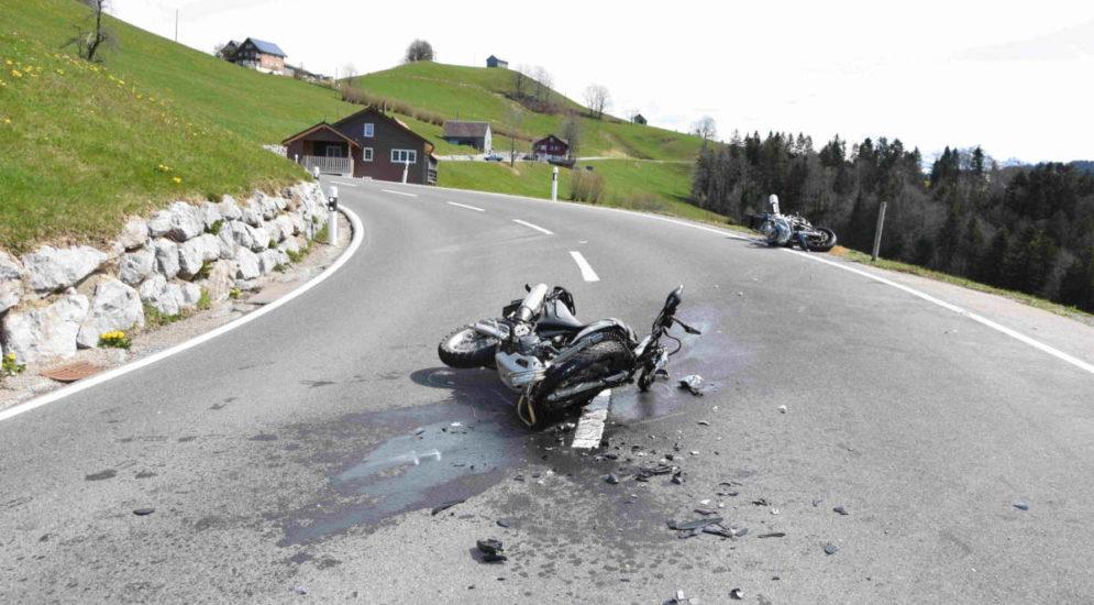 Unfall Wattwil SG: Zwei Motorradfahrer (23, 59) frontal kollidiert