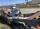 Neunkirch SH: Auto nach Unfall mit verlorenem Anhänger total zerstört