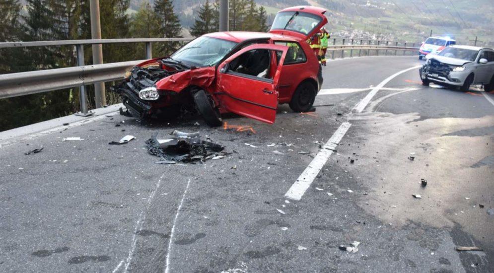 Schwerer Unfall Sagogn GR - 21-Jähriger in Auto eingeklemmt