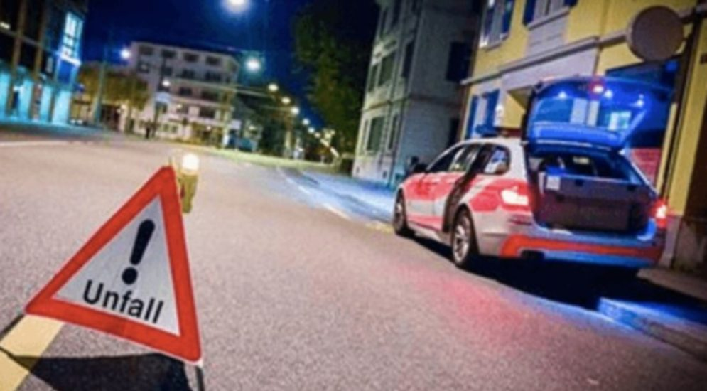 Unfall in Basel: Zwei parkierte Fahrzeuge beschädigt