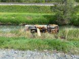 Baustelle A9 - Camion landet bei Unfall im Kanal