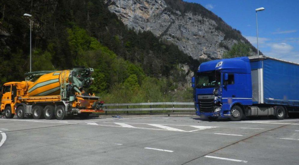 A2, Erstfeld UR: Unfall zwischen LKW und Sattelmotorfahrzeug