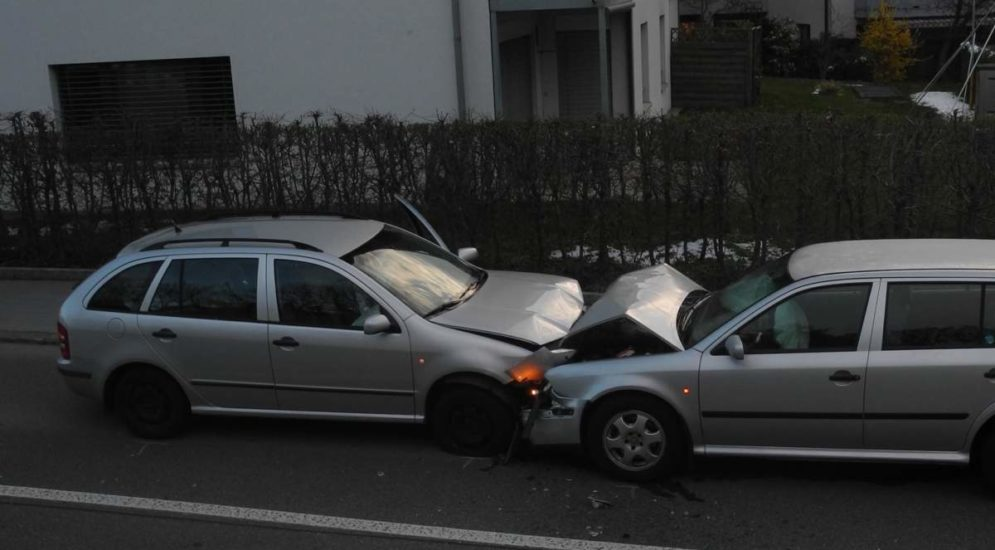 Schwerer Unfall in Reichenburg fordert zwei Verletzte