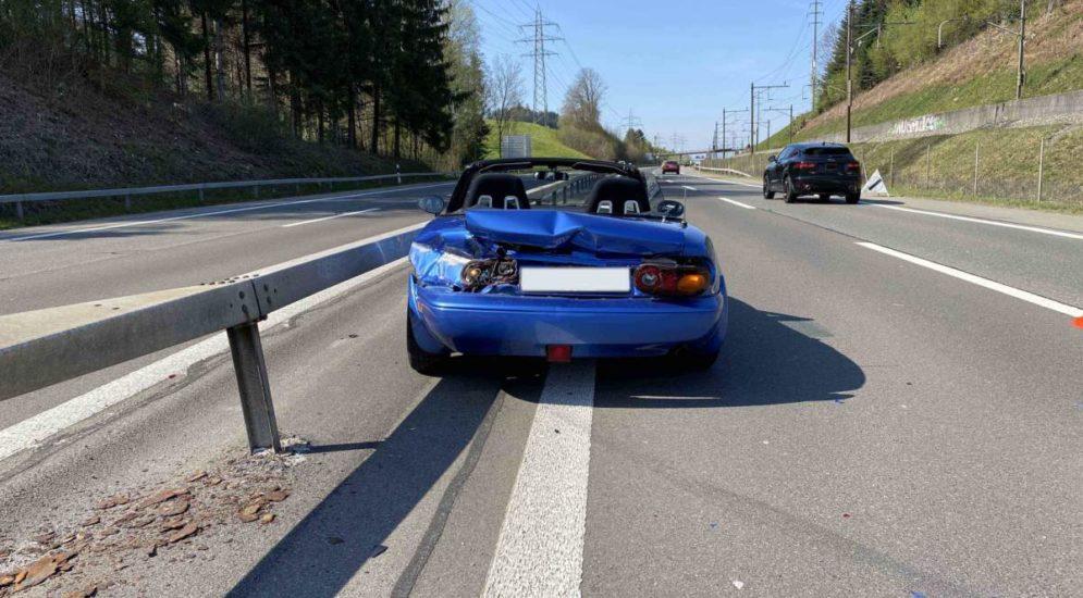 Risch Rotkreuz ZG: Unfall bei Lernfahrt auf der A4 endet mit Totalschaden