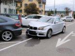 Ramsen SH: Auf Parkplatz Auto gerammt und gegen anderes Auto geschoben