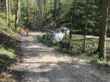 Unfall in Bennwil BL: Betonmischer landet im Bachbett