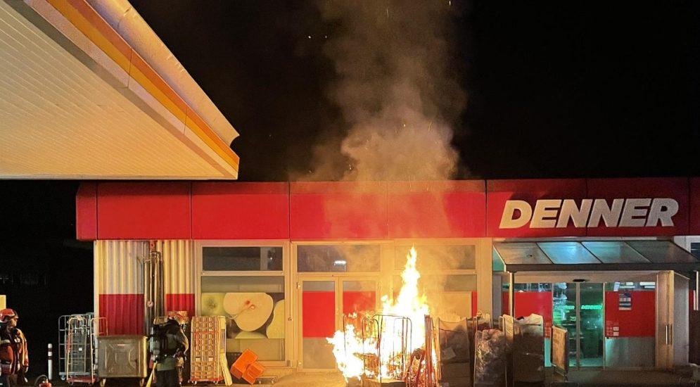 Therwil BL: Brennende Kartonabfälle lösen Feuerwehreinsatz aus