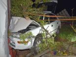 Willisau LU: Fahrer (30) prallt bei Unfall frontal in Hausecke