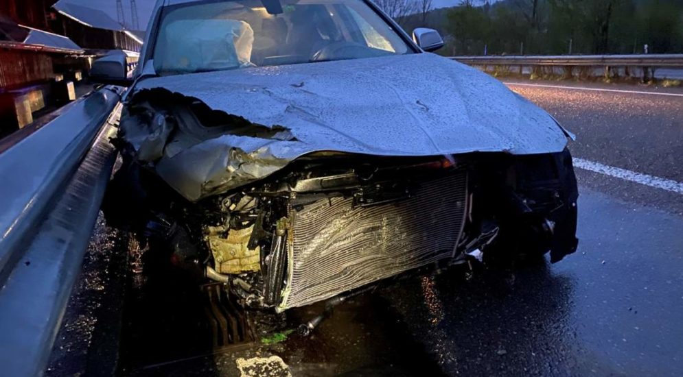 Unfall A1 Safenwil AG: BMW-Fahrerin (19) verliert die Kontrolle