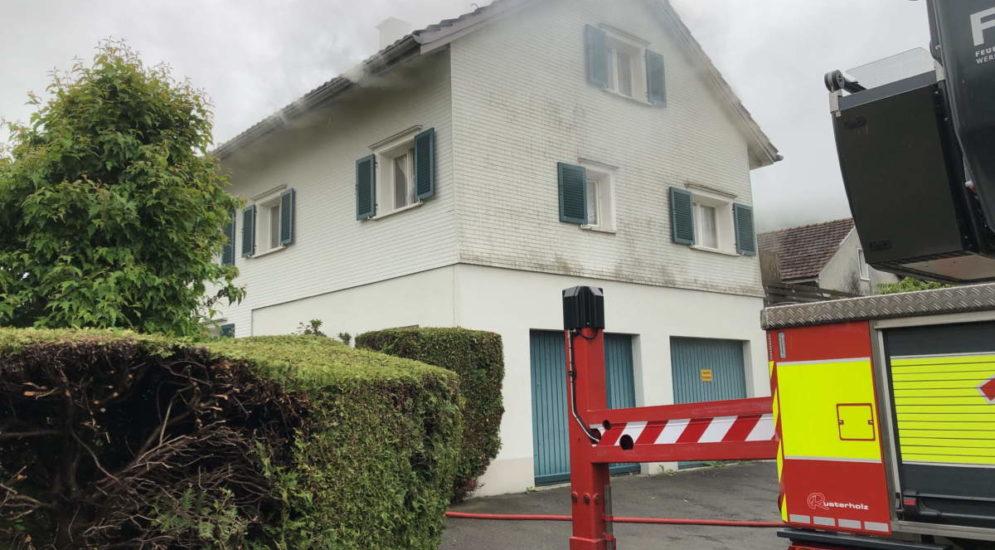 Brand in Mehrfamilienhaus –