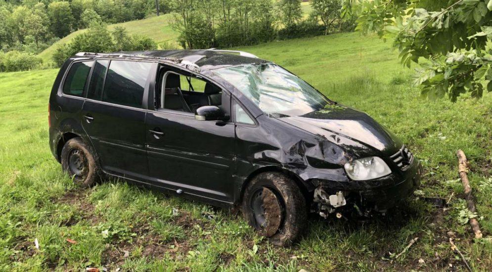 Unfälle Mitlödi, Näfels GL - Fahrerin überschlägt sich heftig und führt Polizei in die Irre