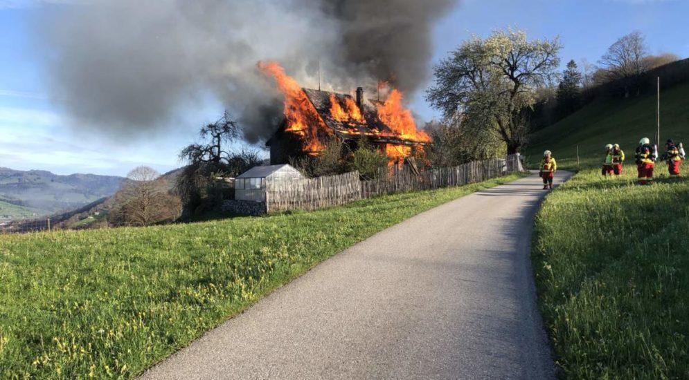 Neu St. Johann SG: Holzhaus brennt völlig aus