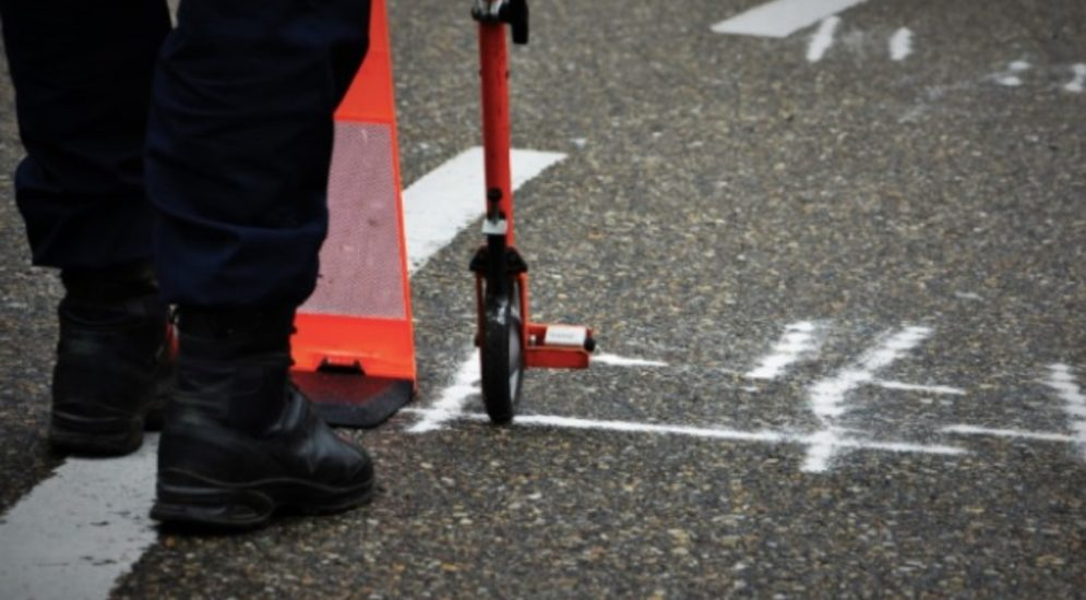 Oberwil BL: Fussgängerin nach Unfall mit PW verletzt