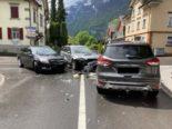 Mollis GL: Fahrerin (39) verursacht Unfall zwischen drei Autos