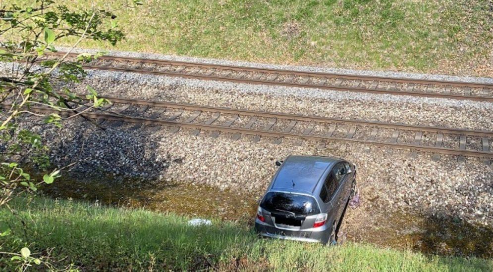 Stadt Schaffhausen: Lernfahrerin landet bei Unfall in Bahngleisbett