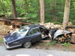 Näfels GL: PW-Lenker bemerkt LKW zu spät und baut Unfall