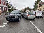 Aesch BL: Autolenkerin nach Unfall beim Abbiegen verletzt