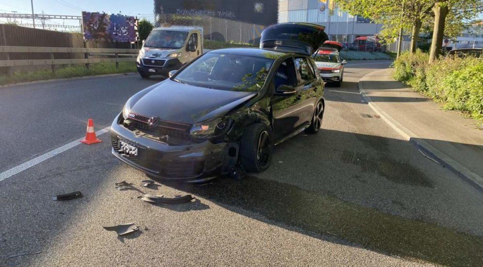 Muttenz BL: Unfall zwischen PW und Lieferwagen