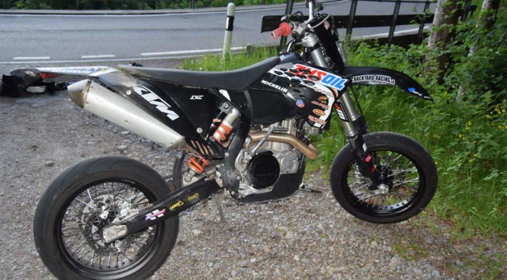 Rehetobel AR: Motorradfahrer bei Unfall über Mauer geschleudert