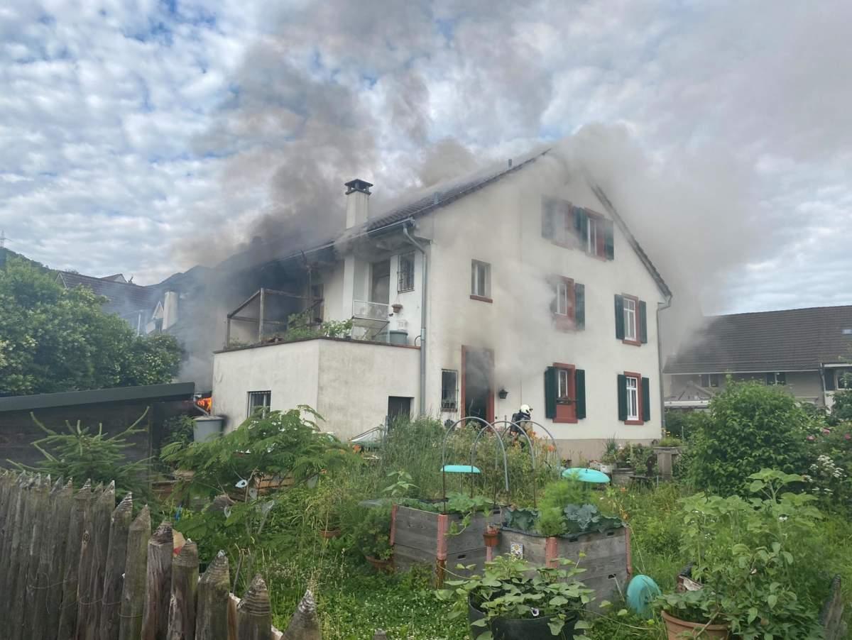 Pratteln BL: Zwei Verletzte nach Reihenhaus-Brand
