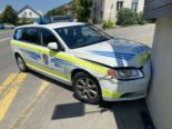 Unfall Leimbach AG: Polizeiauto kracht in Hausmauer