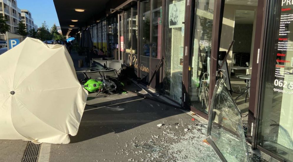 Suhr AG: In Schaufenster geprallt und schwer verletzt