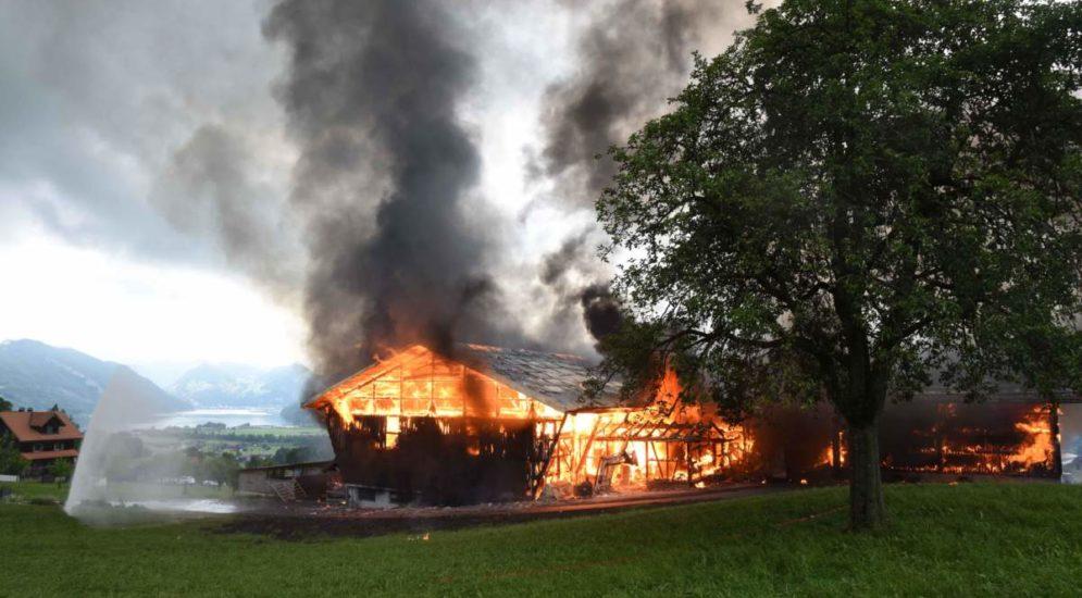 Grosseinsatz Alpnach Dorf OW: Brand in Scheune ausgebrochen