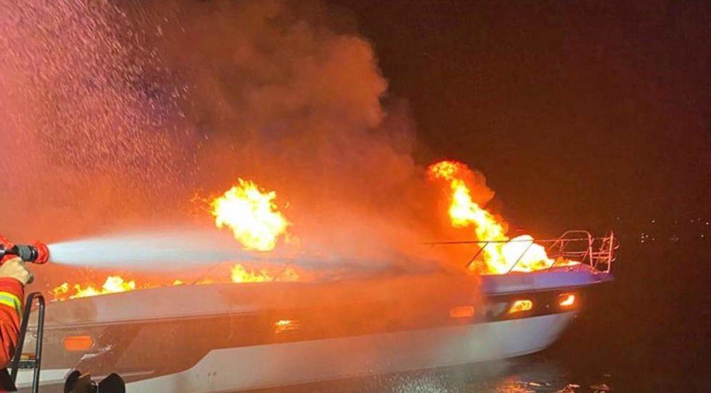 Pfäffikon SZ: Boot nach Brand völlig zerstört