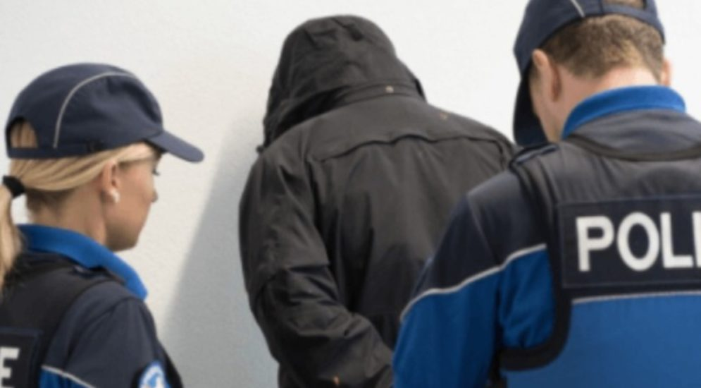 Einbruch in Basel: Bei Festnahme auf Polizisten eingeschlagen