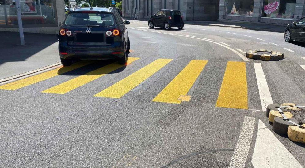 Zug: Schwangere Frau bei Unfall von Auto erfasst
