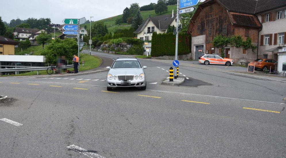 Uznach SG: Velofahrer bei Unfall auf Motorhaube geschleudert