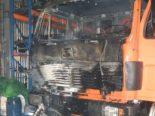 Reichenburg SZ: Brand in Fahrzeugeinstellhalle