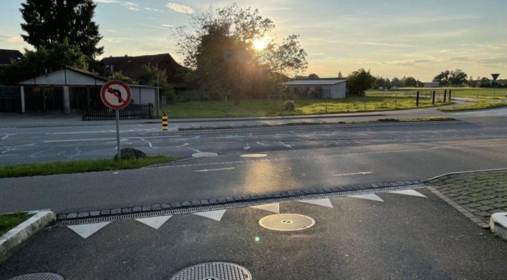 Uster ZH: E-Bike-Lenker bei Unfall gegen Auto gefahren