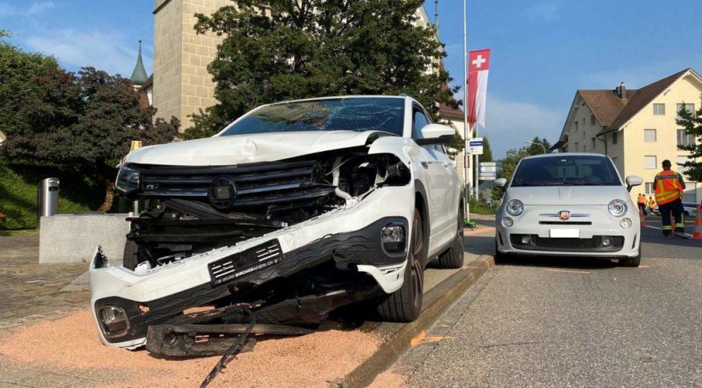 Oberägeri ZG: Unfall mit mehreren Autos und Motorrädern fordert 4 Verletzte