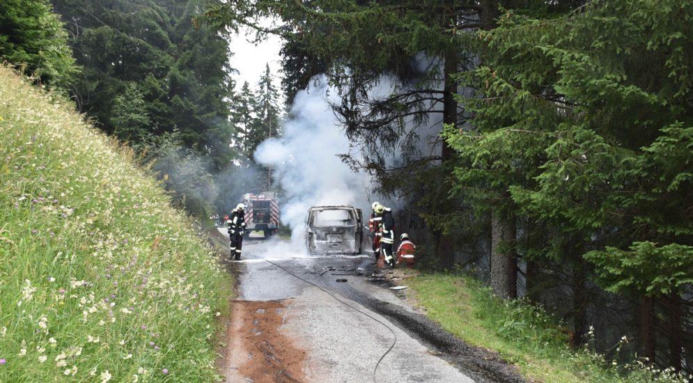 Fahrzeugbrände Grüsch, Poschiavo GR: Mann verbrennt sich an den Händen