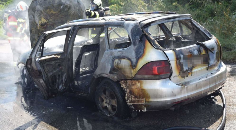 Derendingen SO: Auto auf der Autobahn A1 vollkommen ausgebrannt
