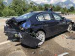 Unfall A3 Mollis GL: Lenkerin bedient Autoradio und prallt mit Wucht gegen PW